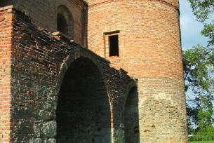 Dwór obronny w Modliszewicach