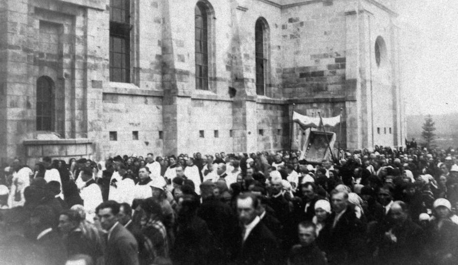 Przeniesienie obrazu ze starego kościoła do nowego w  1930 r.