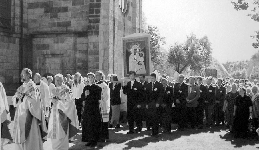 Procesja   z  obrazem podczas koronacji dnia 5.IX. 1999 r.