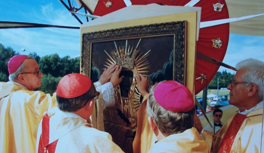 Nałożenie koron na cudowny wizerunek Maryi
